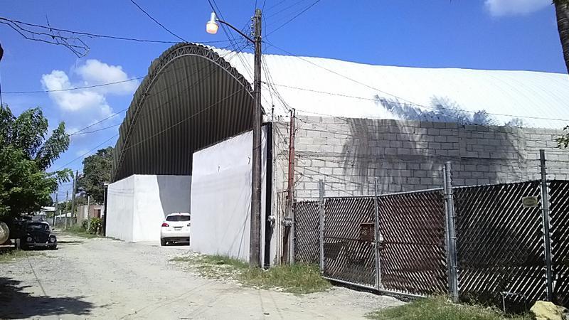Foto Bodega Industrial en Renta en  Artistas,  Tuxpan  BODEGA CON ÁREA PARA OFICINA