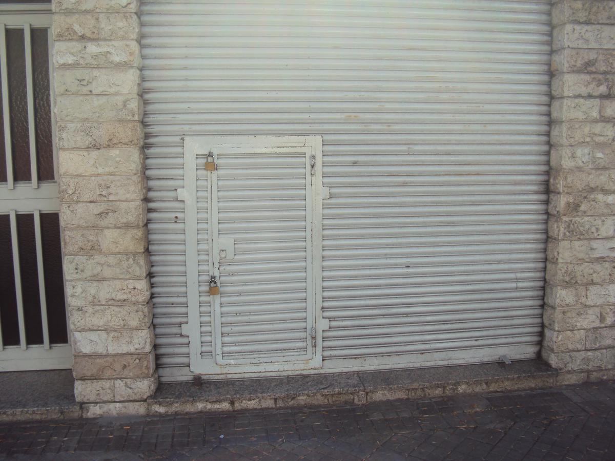 Foto Local en Alquiler en  Azcuenaga,  Rosario  MENDOZA al 5300