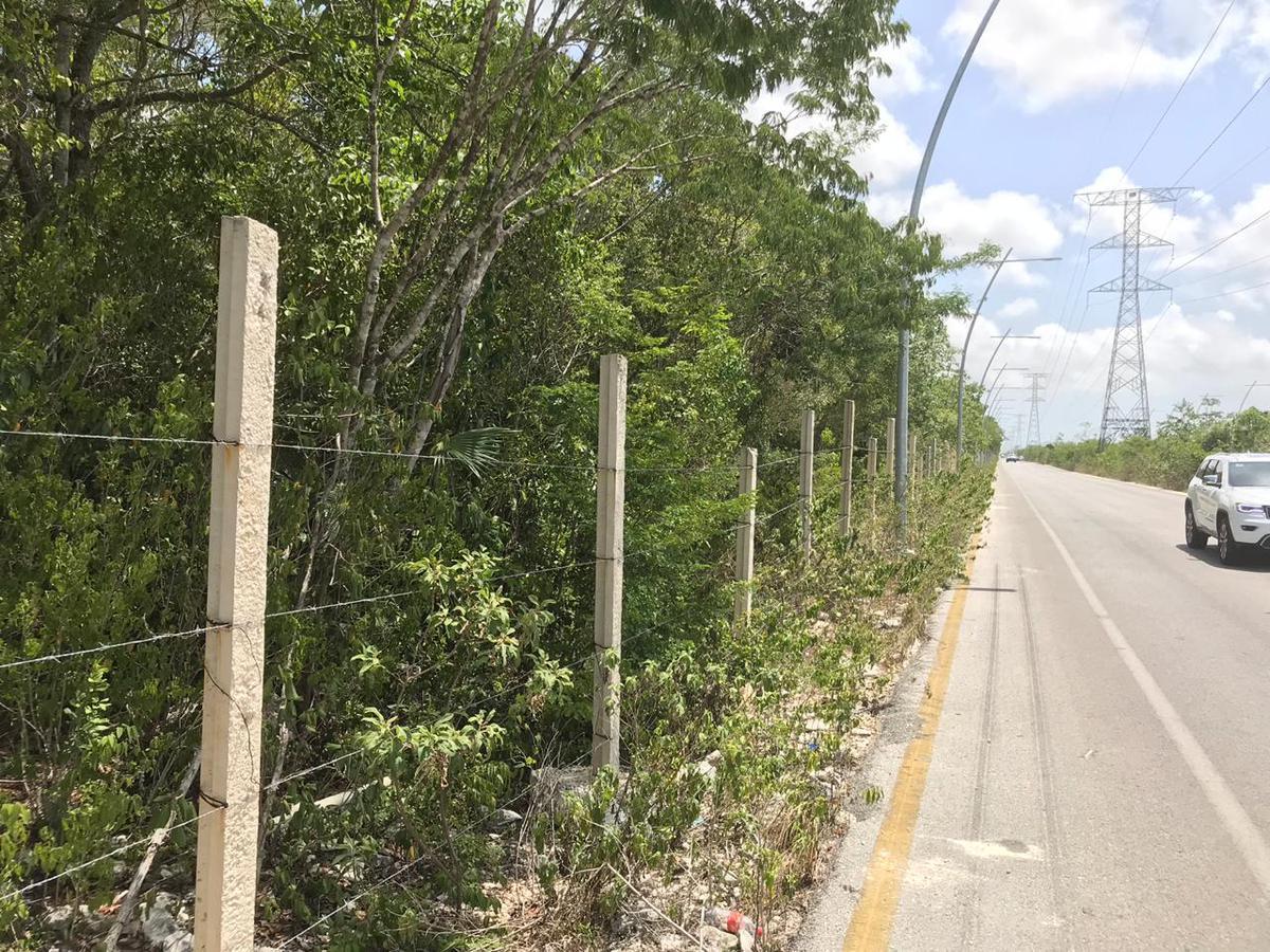 Foto Terreno en Venta en  Supermanzana 326,  Cancún  Lote Comercial en VENTA Sobre Avenida Huayacan Cancun