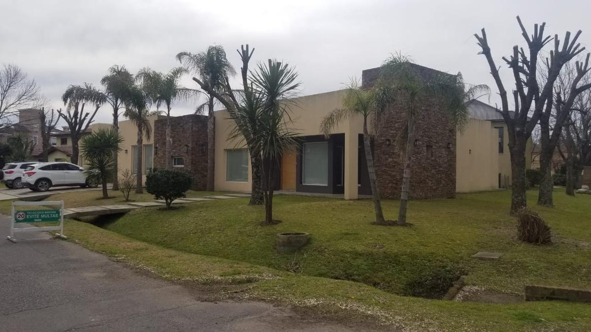 Foto Casa en Venta en  San Patricio,  Francisco Alvarez  Hermosa Casa en venta en Country San Patricio - Fco. Alvarez