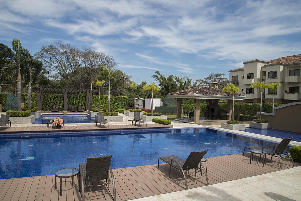 Foto Departamento en Venta | Renta en  Pozos,  Santa Ana  Apartamento en Santa Ana/ Jardín / Tenis/ Piscina