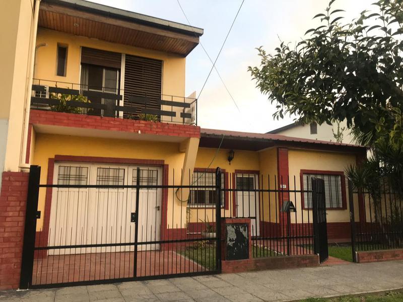 Foto Casa en Venta | Alquiler en  Lomas de Zamora Oeste,  Lomas De Zamora  Pereyra Lucena 2850