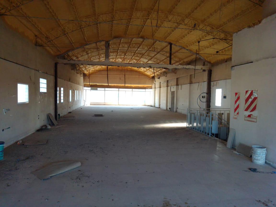 Foto Local en Alquiler en  Área Centro Sur,  Capital  Sarmiento al 300