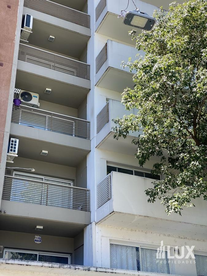Venta departamento monoambiente divisible con patio Zeballos 1700 - Moderno