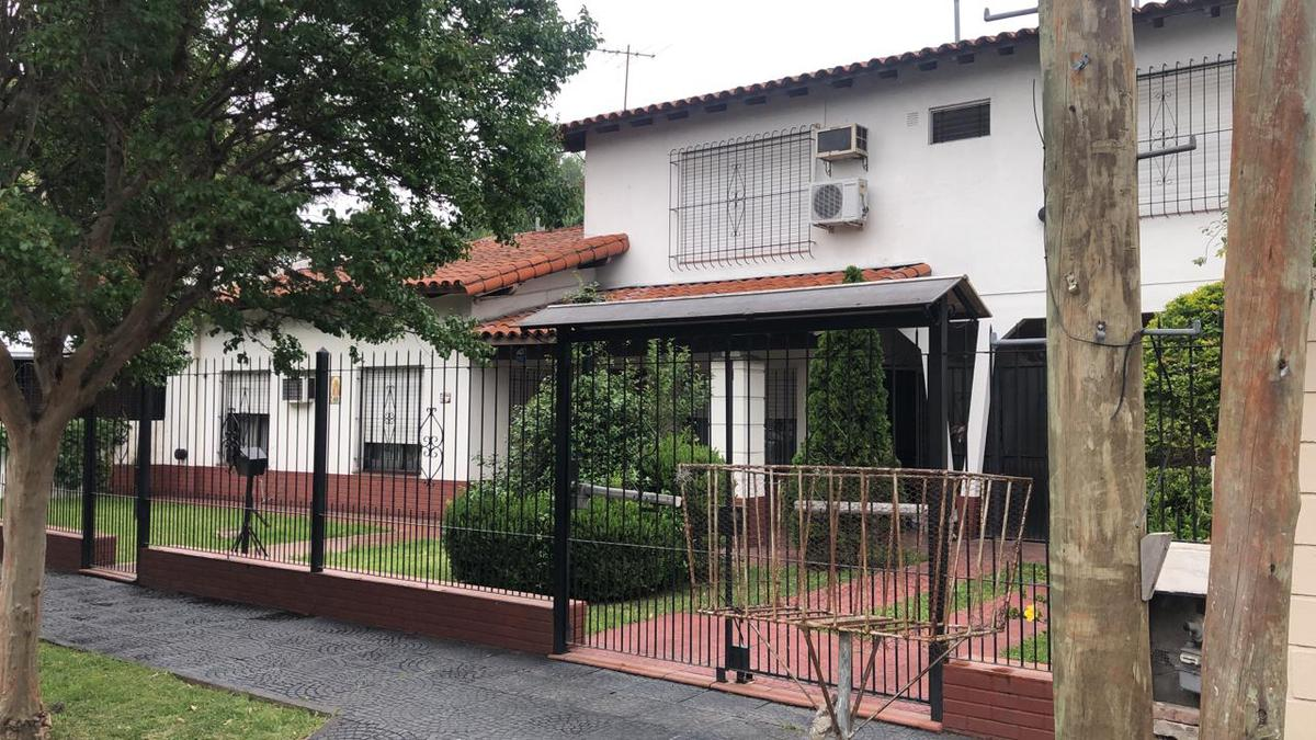 Foto Casa en Alquiler en  Countries/B.Cerrado (Ituzaingó),  Ituzaingó  Medina al 100