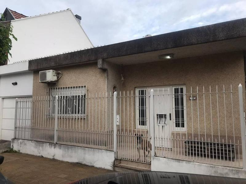 Foto Casa en Venta en  Bernal,  Quilmes  Depinedo 198