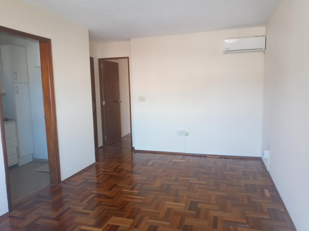 Foto Apartamento en Alquiler en  Malvín ,  Montevideo  Quiebrayugos al 4600