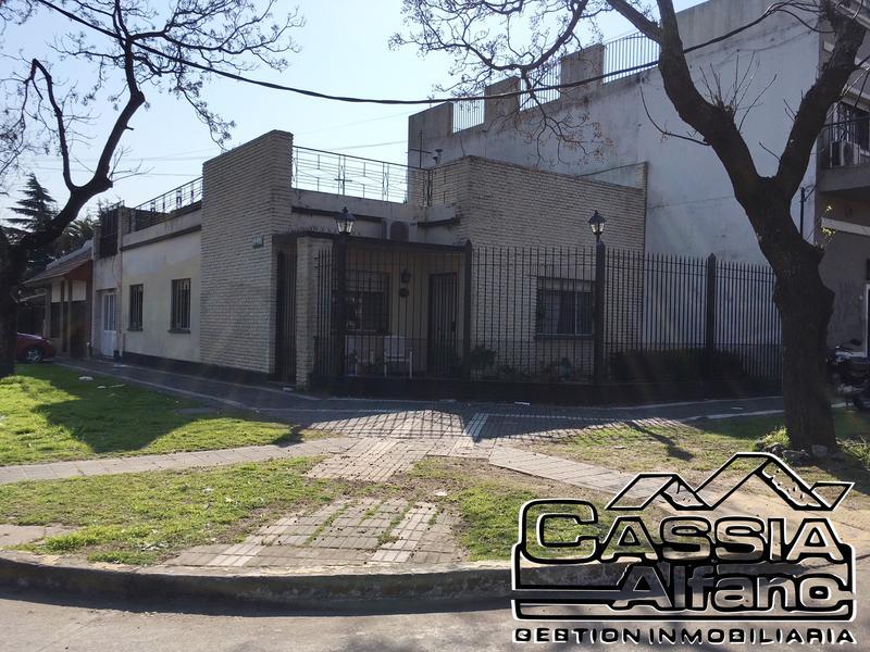 Foto Casa en Venta en  Banfield Oeste,  Banfield  LAS HERAS 901
