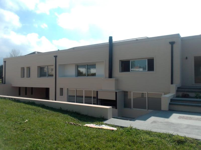 Foto Casa en Venta en  Yerba Buena,  Yerba Buena  Importante casa en Venta, Country del Pilar