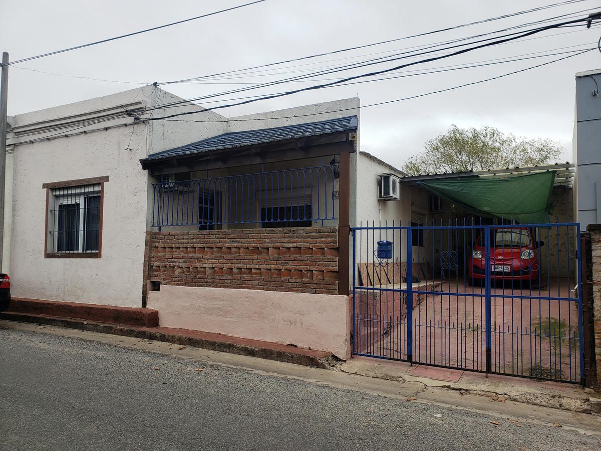 Foto Casa en Venta en  Colonia del Sacramento ,  Colonia  Casa de 3 dormitorios, con garaje y fondo