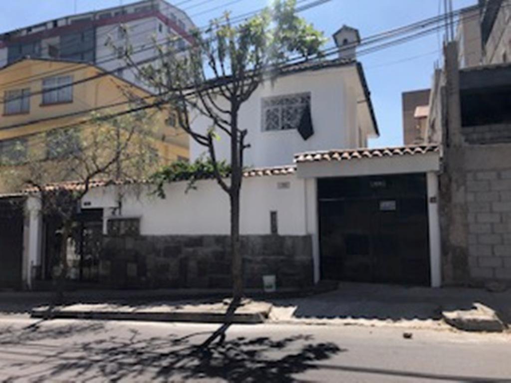 Foto Oficina en Alquiler en  La Mariscal,  Quito  Amplia casa para oficinas, Sector La Católica