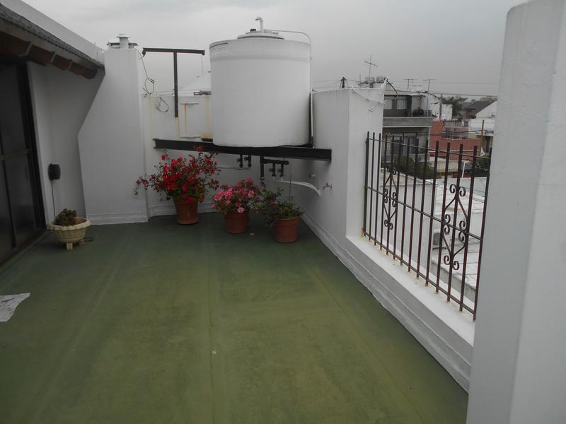 Foto Casa en Venta en  B.Naon,  Liniers  FRAGATA LA ARGENTINA al 1700