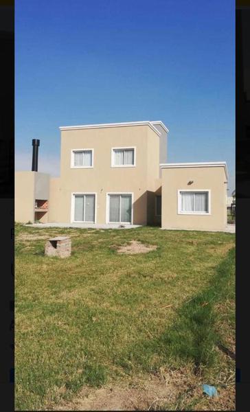 Foto Casa en Venta en  Horizontes al sur,  Guernica  Hermosa casa a estrenar fondo laguna en horizontes al sur