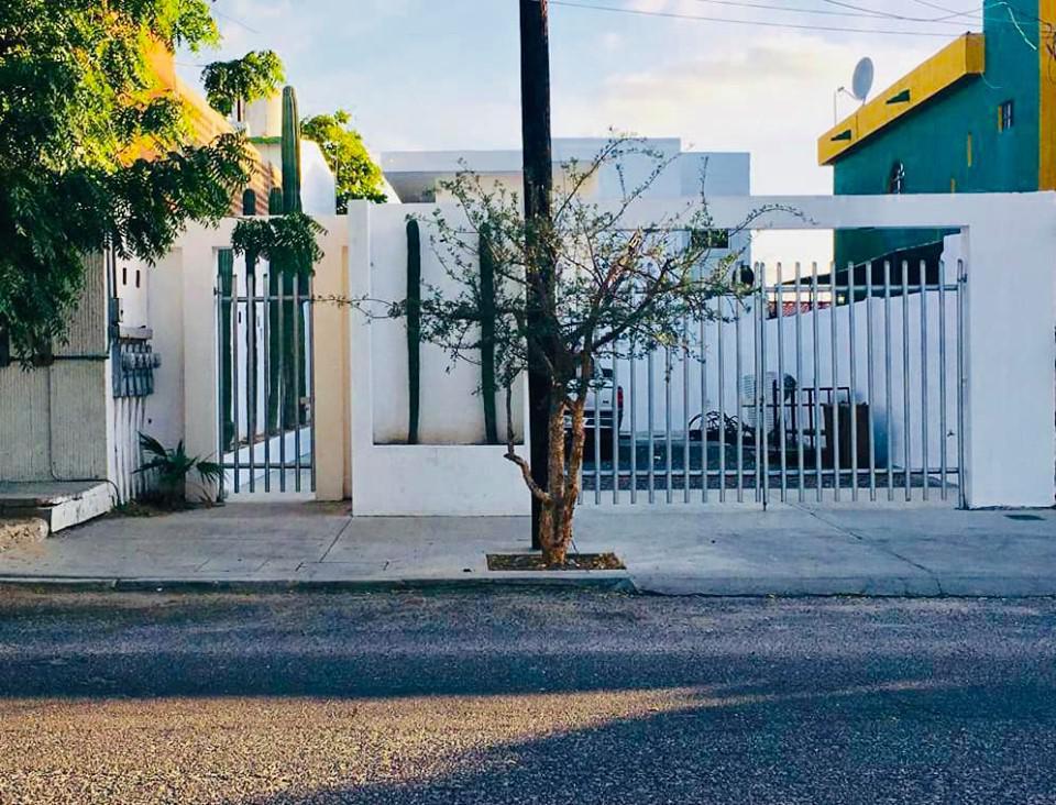 Foto Casa en Venta en  Los Olivos,  La Paz  CASA LEGASPI CON ALBERCA Y DOS DEPARTAMENTOS