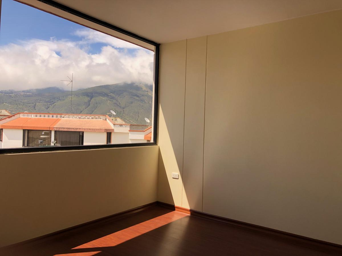 Foto Casa en Venta en  Carcelén,  Quito  Av Isidro Ayora N8654