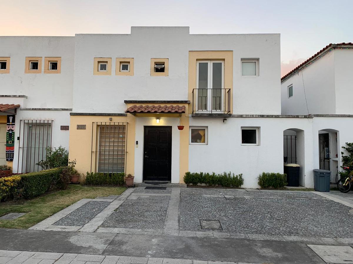 Foto Casa en condominio en Renta en  El Castaño,  Metepec  CASA EN VENTA/RENTA EN FRACCIONAMIENTO EL CASTAÑO, METEPEC, ESTADO DE MÉXICO.