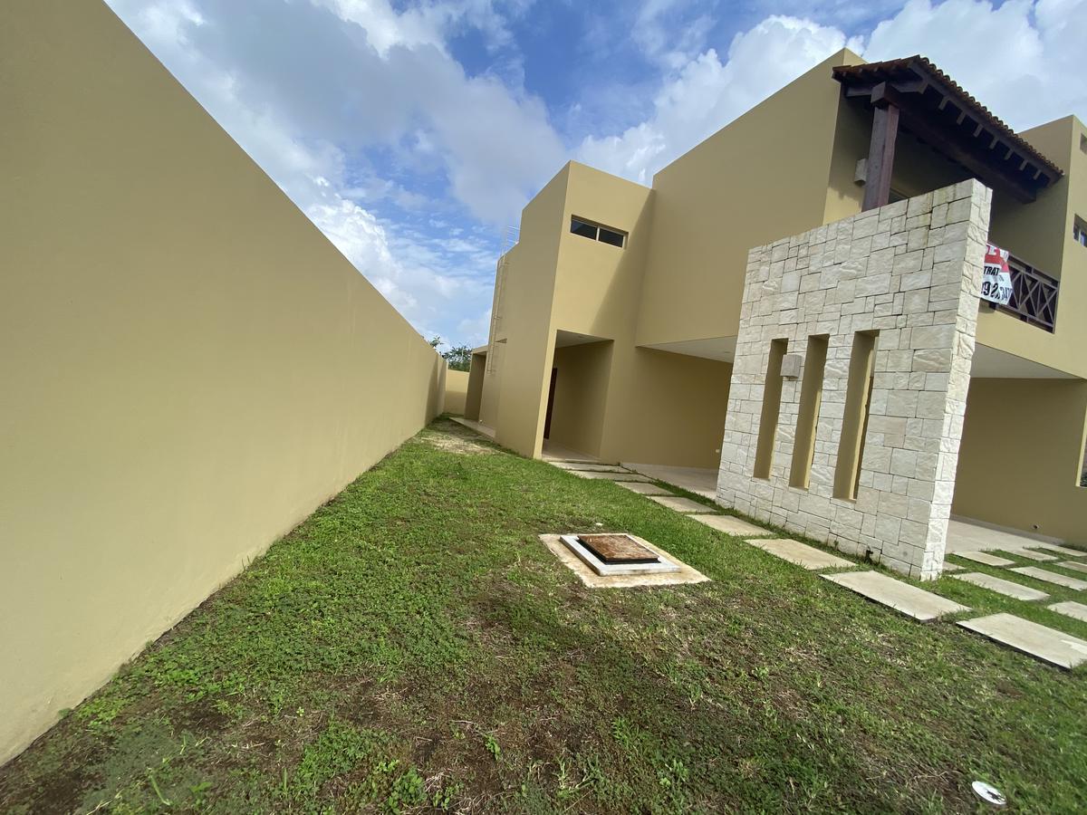 Foto Casa en Venta en  Playa del Carmen,  Solidaridad  CASA EN RESIDENCIAL ALEGRANZA TERRENO EXCEDENTE