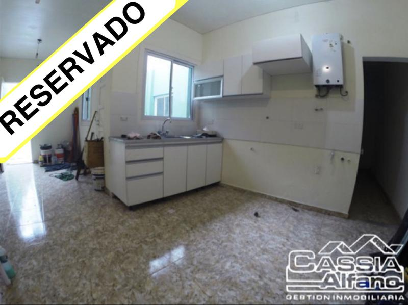 Foto PH en Alquiler en  Lanús Oeste,  Lanús  HIPOLITO YRIGOYEN 5129