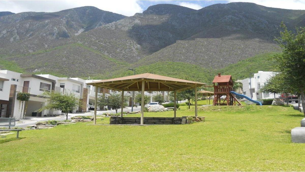 Foto Casa en Venta en  Lomas del Vergel,  Monterrey  LOMAS DEL VERGEL CARRETERA NACIONAL MONTERREY N L