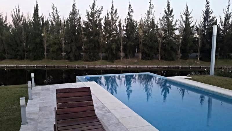 Foto Casa en Venta en  Nordelta,  Countries/B.Cerrado  Impecable!! casa al agua!! 6 amb,  super Completa!! Amenities y seg 24hs