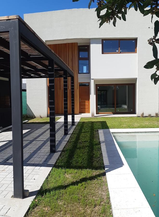 Foto Casa en Venta en  Manuel B Gonnet,  La Plata  491 e/31bis y 132