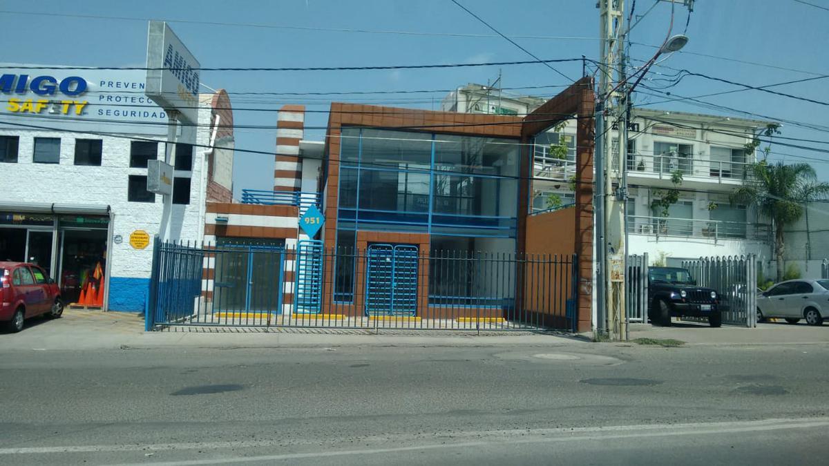 Foto Local en Renta en  Fraccionamiento Villas del Parque,  Querétaro  LOCAL EN RENTA CENTRICO EN FRACC. VILLAS DEL PARQUE QRO. MEX.
