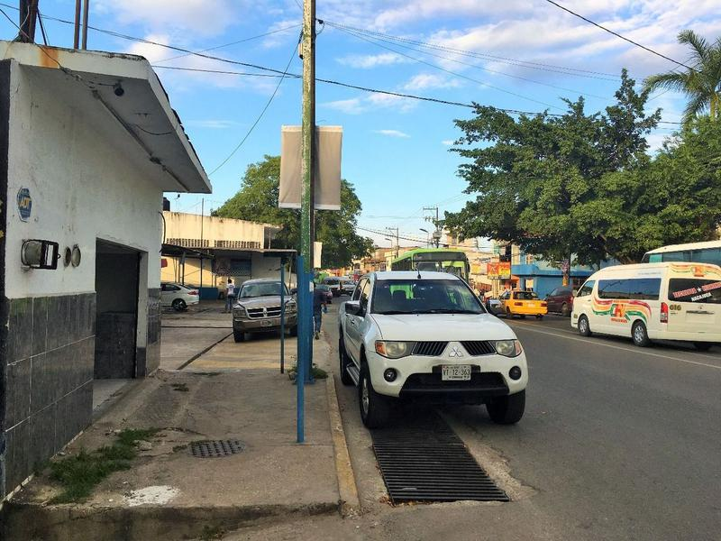 Foto Local en Renta en  Tierra Colorada,  Villahermosa  Local en renta sobre avenida de 42m2