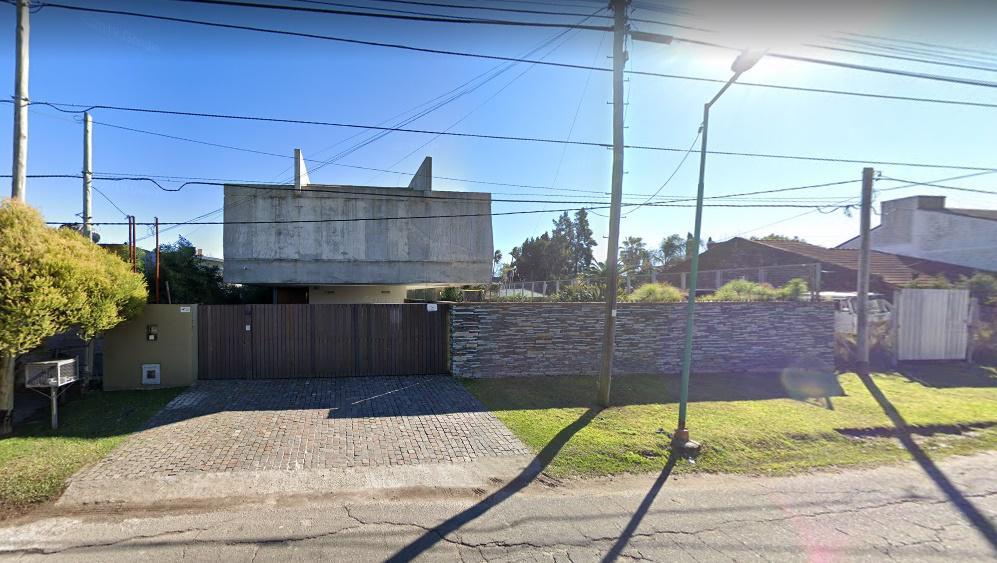 Foto Casa en Venta en  Manuel B Gonnet,  La Plata  485 e/26y27