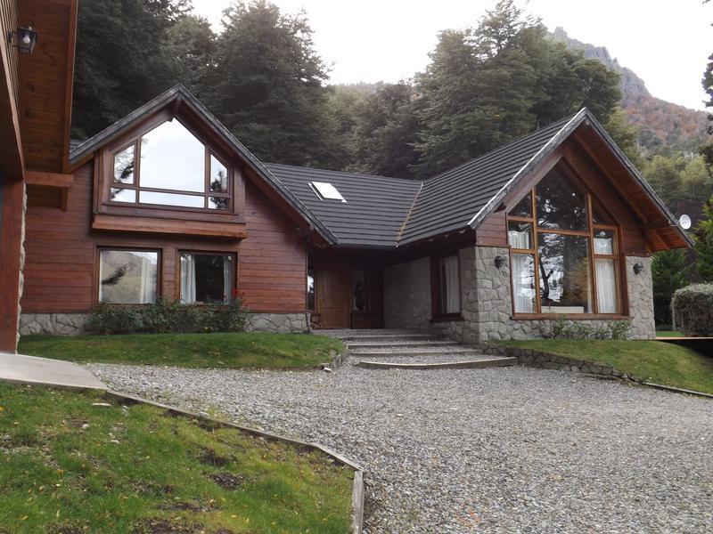 Foto Casa en Venta | Alquiler temporario |  en  Arelauquen,  Bariloche  ARELAUQUEN GOLF & COUNTRY CLUB