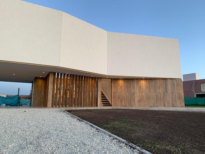 Foto Casa en Venta en  Terralagos,  Countries/B.Cerrado (Ezeiza)  Venta con renta - Casa financiada en Terralagos - Canning