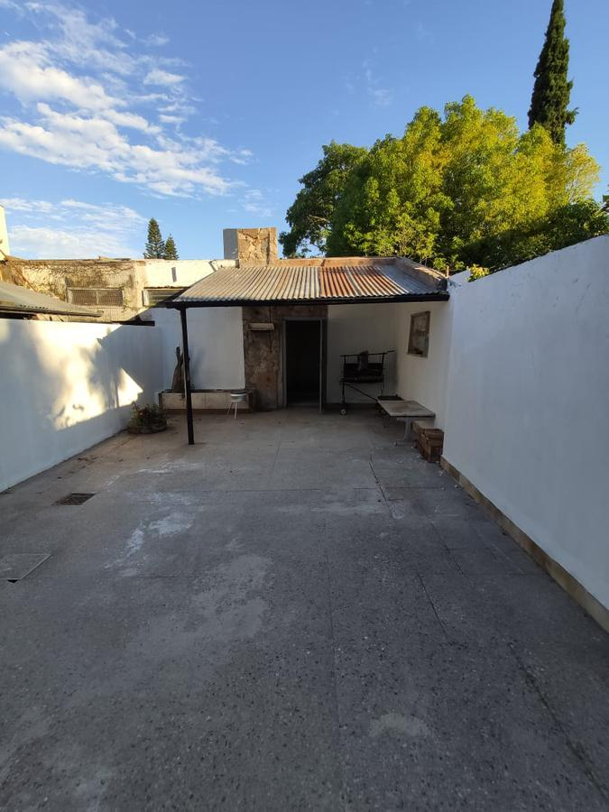 Foto Casa en Alquiler en  Adrogue,  Almirante Brown  Amenedo 86