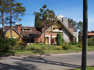 Foto Casa en Venta en  Playa Mansa,  Punta del Este  A PASOS  DE PLAYA MANSA