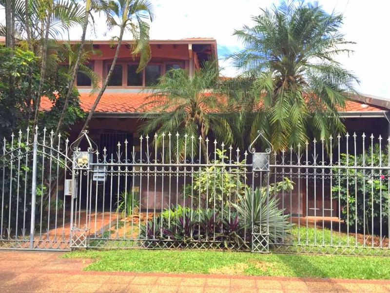 Foto Casa en Venta en  Las Carmelitas,  Santisima Trinidad  Zona Shopping del Sol