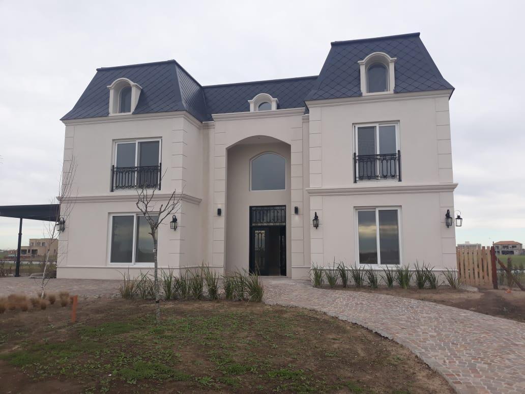 Foto Casa en Venta en  Marinas,  Puertos del Lago          Espectacular propiedad a estrenar, Estilo Francés, Marinas, Puertos del Lago. 450 mts. cubiertos, 3 plantas.