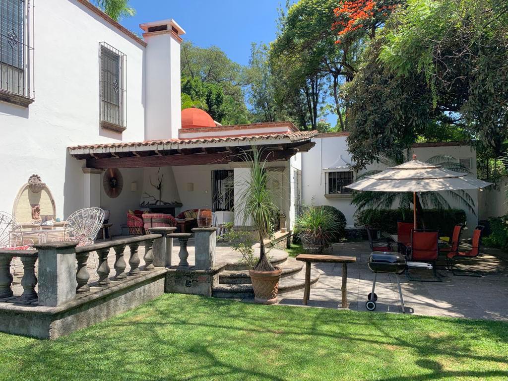 Foto Casa en Venta en  Las Palmas,  Cuernavaca  Casa Estilo Colonial Americano en Las Palmas