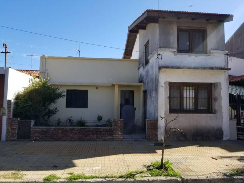 Foto Casa en Venta en  Martinez,  San Isidro  Castelli al 2200