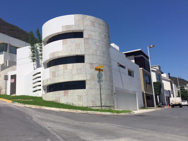 Foto Casa en Venta en  Privanza Fundadores,  San Pedro Garza Garcia  Casa en Venta en Fracc. Privanzas - Zona Valle (LJGC)