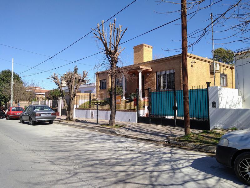 Foto Casa en Venta en  Alta Gracia,  Santa Maria  Para entrar a vivir - 3 Dormitorios - a tres cuadras de zona céntrica.