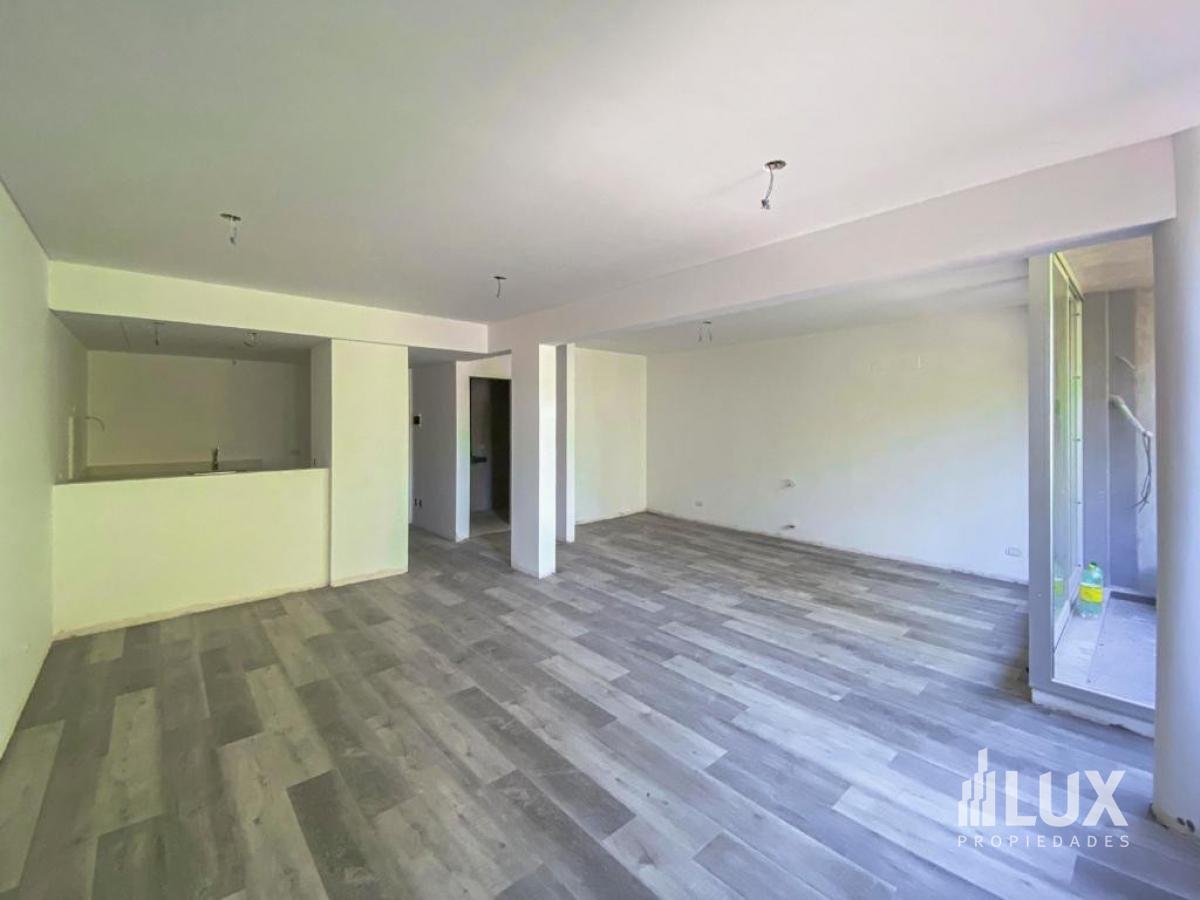 Venta Departamento 2 dormitorios con patio Buenavista - Funes