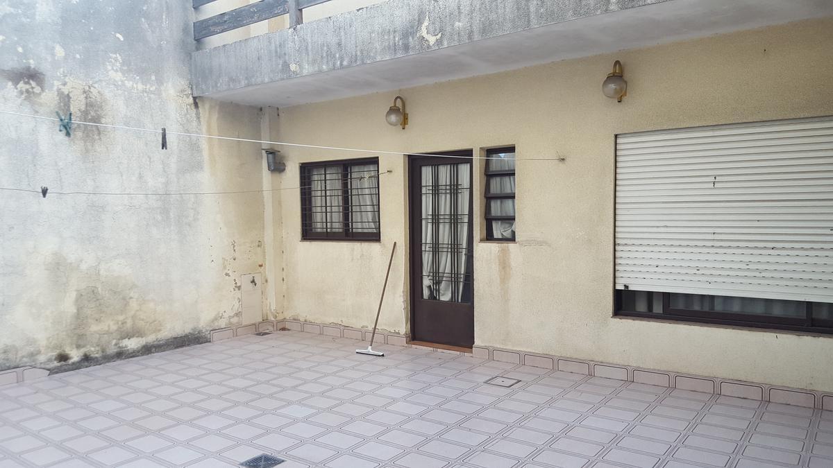 Foto Casa en Venta en  Villa Lugano ,  Capital Federal  Av Castañares al 6000