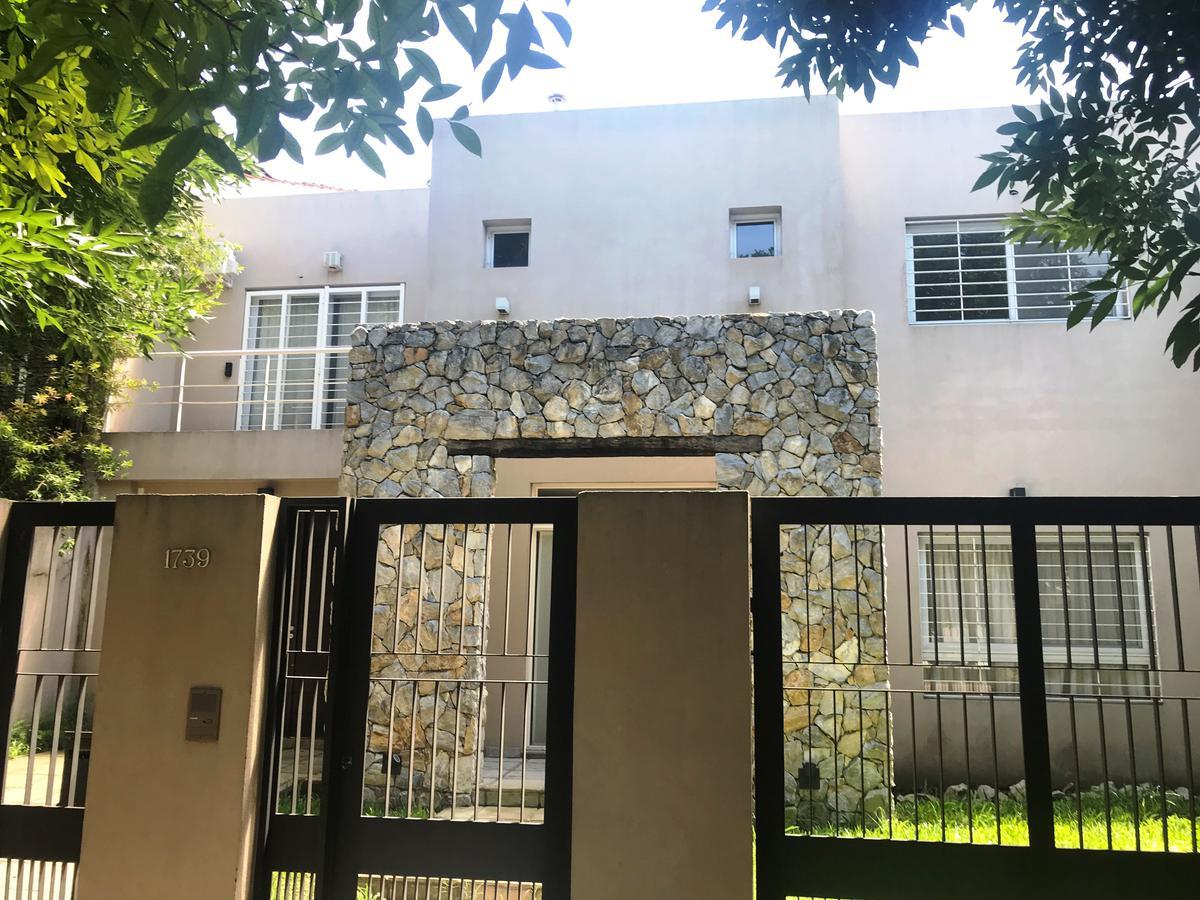 Foto Casa en Venta en  Castelar,  Moron  Machado al 1700