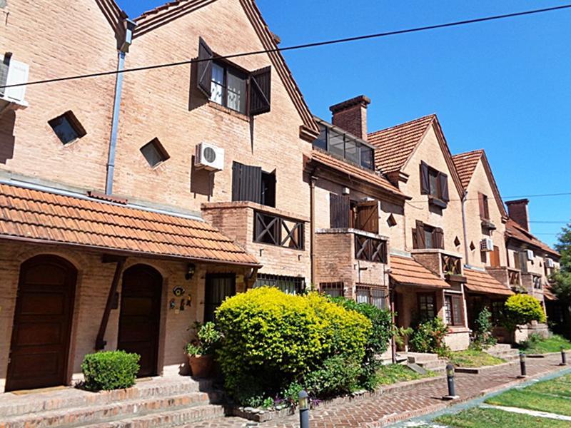 Foto Casa en Venta en  Villa Adelina,  San Isidro  Pichincha al 600