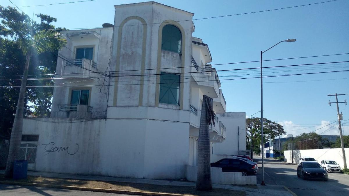 Foto Local en Renta |  en  Playa del Carmen Centro,  Solidaridad  Calle 8 nte, esquina avenida 45