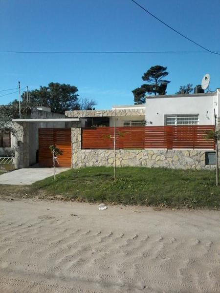 Foto Casa en Venta en  San Clemente Del Tuyu ,  Costa Atlantica  CALLE 8 al 2500