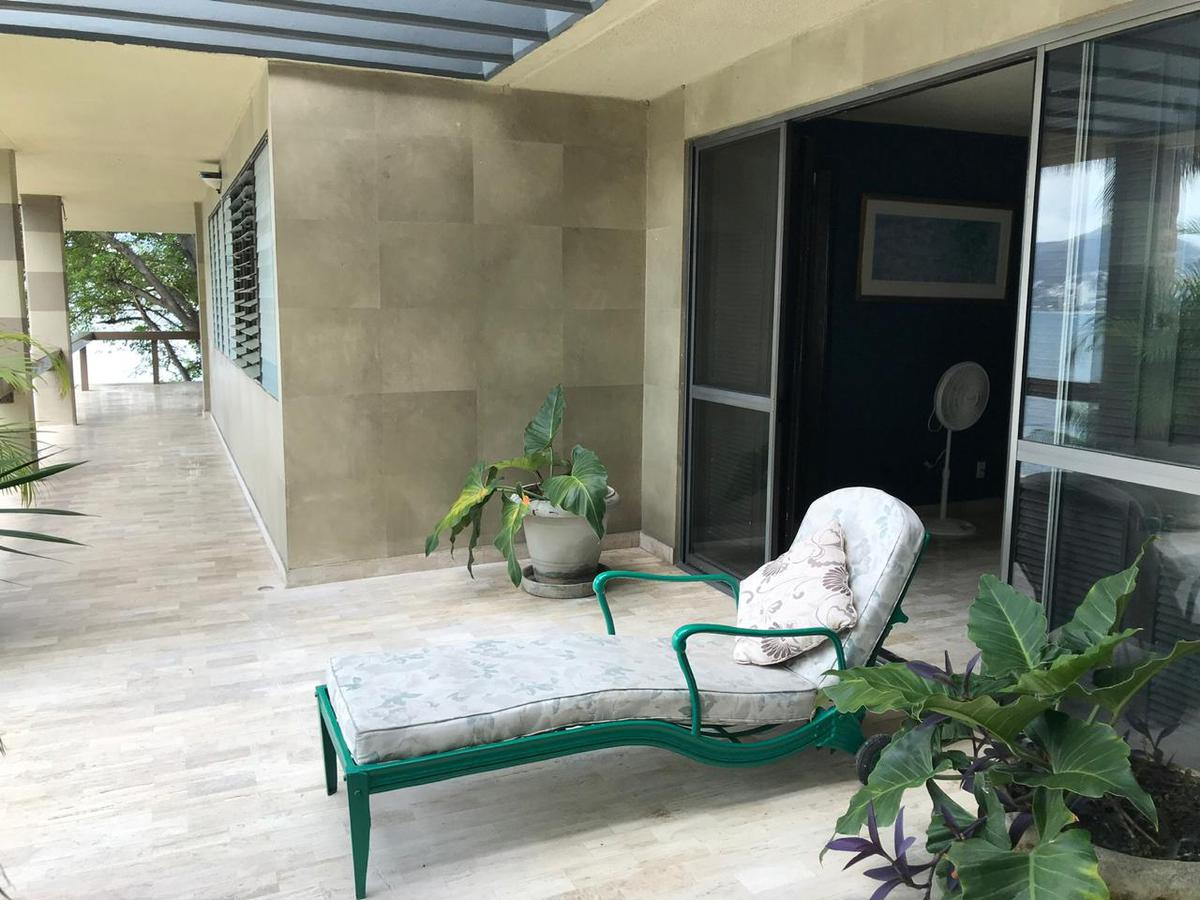 Foto Casa en Venta en  Fraccionamiento Las Playas,  Acapulco de Juárez  CASA SOLA EN VENTA FRACC. LAS PLAYAS (LA PIEDRA DEL ELEFANTE)