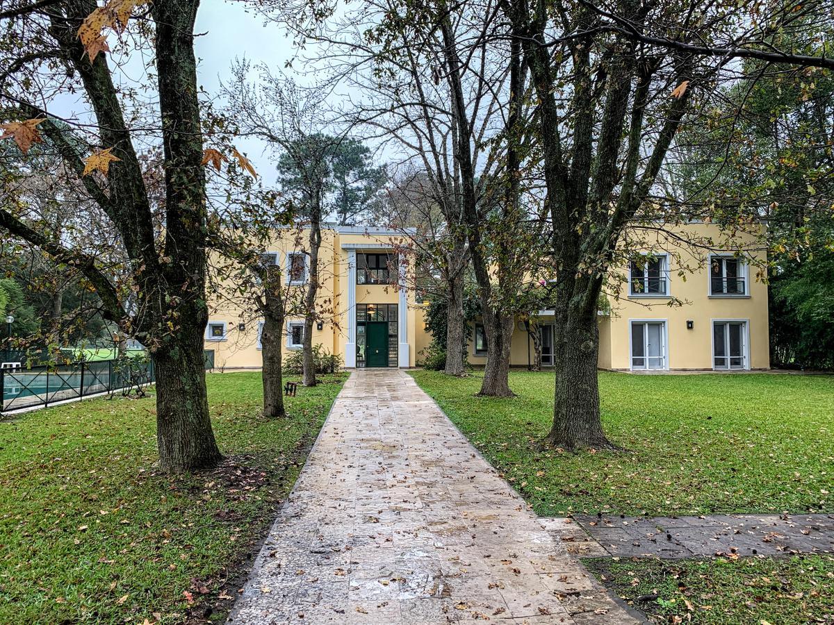 Foto Casa en Venta en  Los Cardales,  Countries/B.Cerrado (Campana)  Los Cardales CC - doble lote interno al GOLF