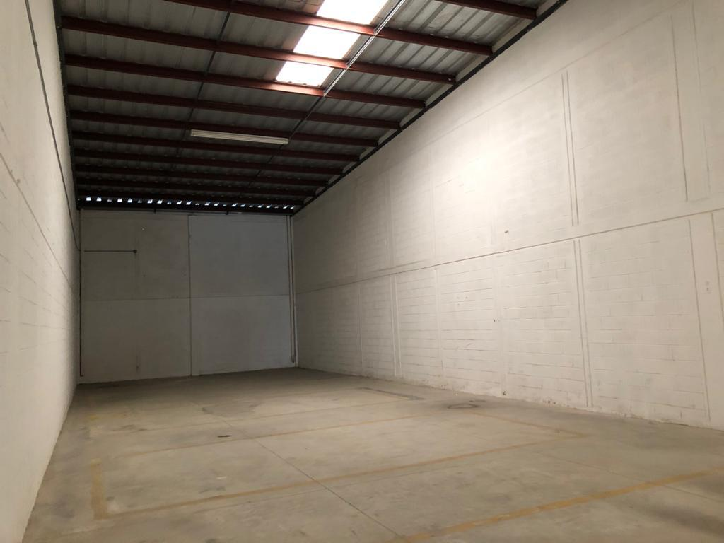 Foto Bodega Industrial en Renta en  Fraccionamiento Nora Quintana,  Mérida  Bodega de 450 m² en renta en Merida, con 1 anden de descarga, 55 m² de oficinas, 2 medio/baños,  con cámaras de vigilancia y acceso por el Periférico Poniente