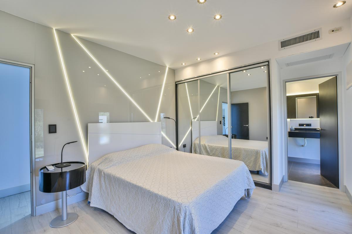 Casa de 4 dormitorios con pileta - Categoría - Fisherton