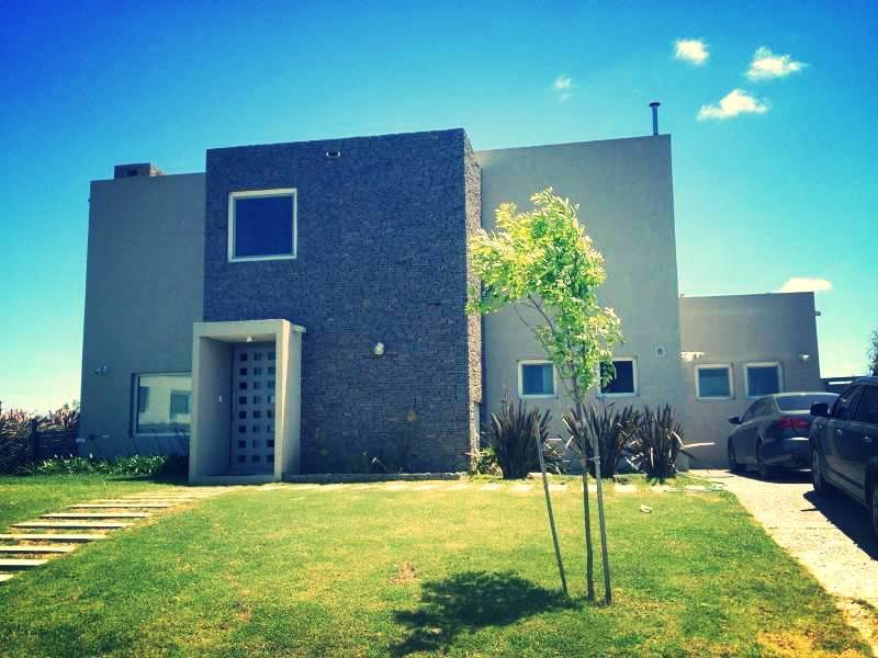 Foto Casa en Venta en  El Canton,  Countries/B.Cerrado  Barrio Islas al 100