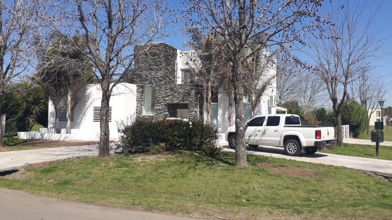 Foto Casa en Venta en  Las Cañuelas Club de Campo,  Cañuelas  Venta - Casa en Club de Campo Las Cañuelas